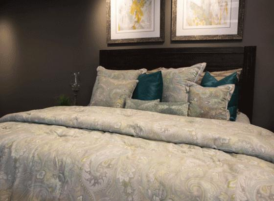 Queen Paisley Bedding Set main image