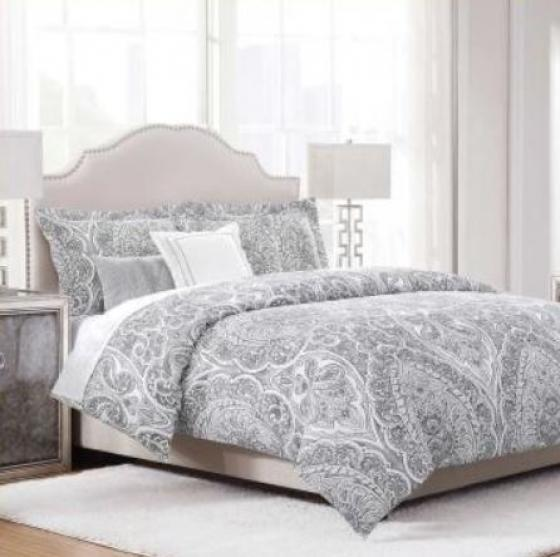 Black & White Queen Comforter with Pillows main image
