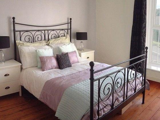 Queen Iron Bed Image 3